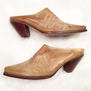 Charlie 1 Horse slip on leather boots 8B Lucchese